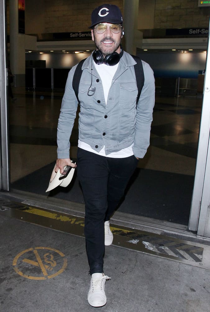 Jeremy Piven at LAX International Airport, Los Angeles